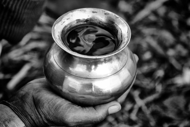 Den Ganges in der Hand - fotokunst von Jagdev Singh