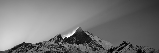 Himalya - Machapuchre Sunrise - fotokunst von Marco Entchev