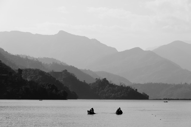 Himalaya - Boat - fotokunst von Marco Entchev