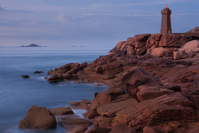 Lighthouse at the Cote de Granit Rose - fotokunst von Boris Buschardt