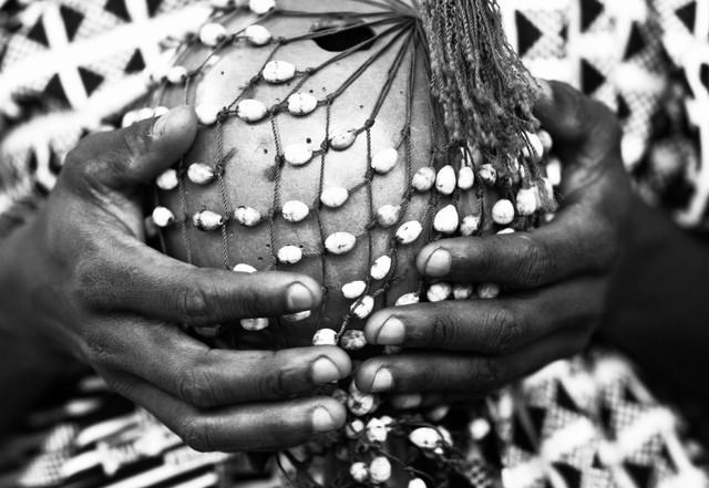 Axatse instrument - Ashanti Region  - fotokunst von Lucía Arias Ballesteros