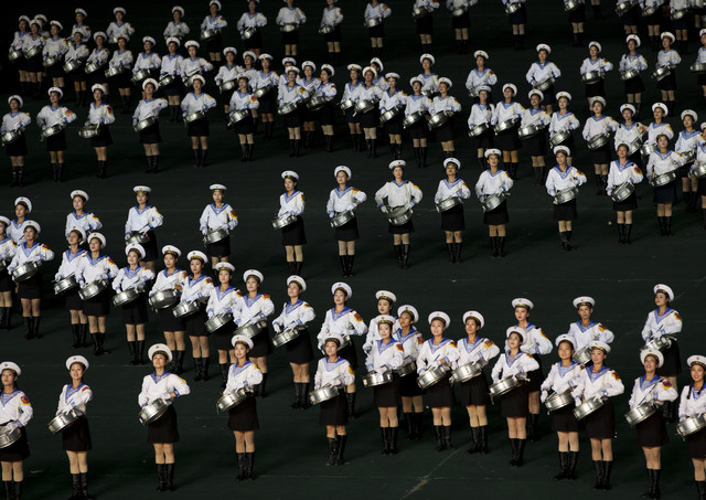 Arirang mass games in Pyongyang, North Korea - fotokunst von Eric Lafforgue