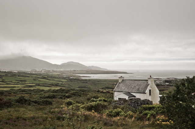 Irish House - fotokunst von Sebastian Berger