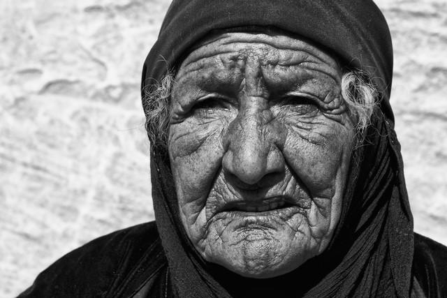 alte Beduinenfrau - fotokunst von Stefan Balk