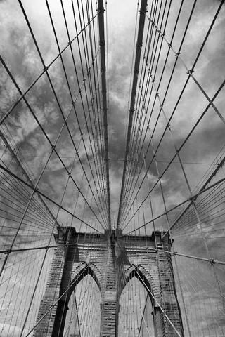 Brooklyn Bridge Drahtnetz - fotokunst von Holger Ostwald