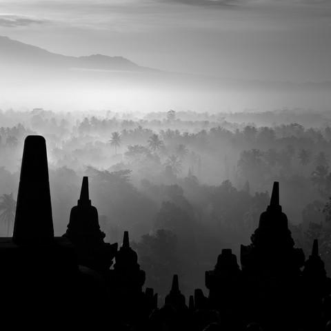 Borobudur Temple XL - fotokunst von Hengki Koentjoro