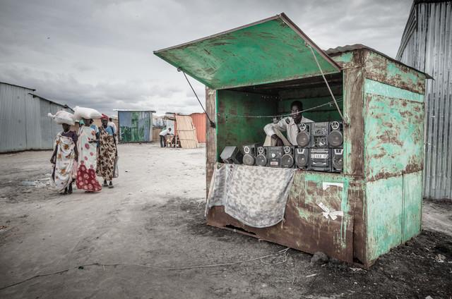 Mediamarkt - fotokunst von Ulrich Kleiner