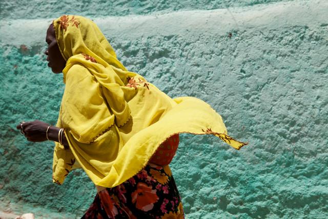 Woman in Harar, Ethiopia.  - fotokunst von Christina Feldt