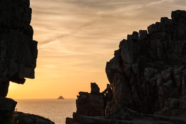 Insel im Meer - fotokunst von Monika Schwager