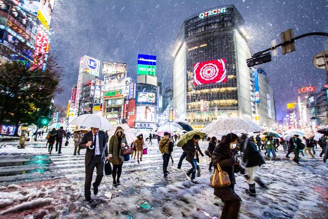 Shibuya Crossing (Tokio) im Winter - fotokunst von Jörg Faißt