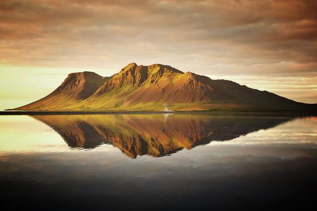 Bjarnarhafnarfjall Sunset - fotokunst von Carsten Meyerdierks