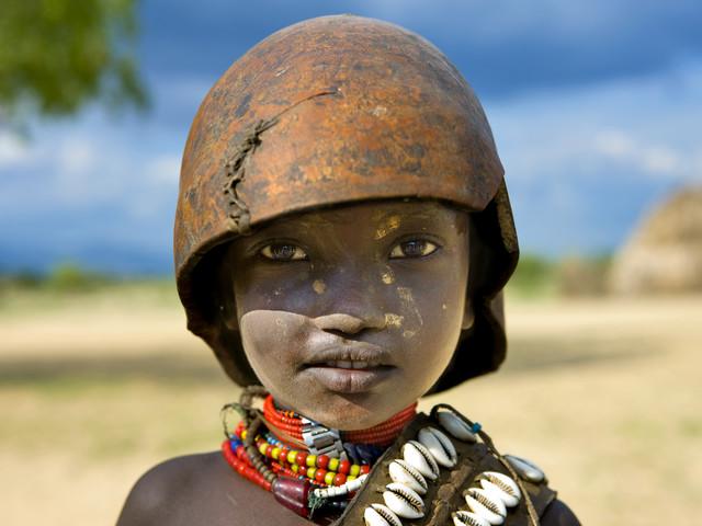 Erbore tribe kid, Ethiopia - fotokunst von Eric Lafforgue