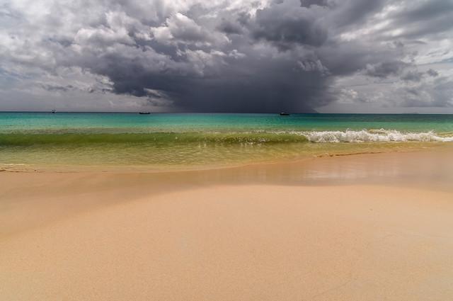 Monsunwolken über Silhouette (Seychellen) - fotokunst von Ralf Germer