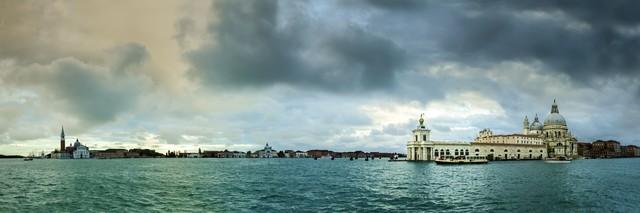 Venedig, Basilica di Santa Maria della Salute - fotokunst von Michael Stein