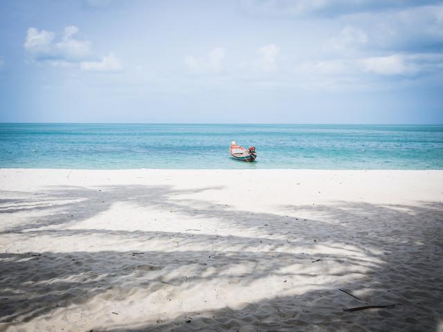 Mae Koh Island Beach - fotokunst von Johann Oswald