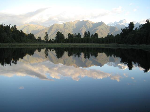 Lake Matheson, New Zealand - fotokunst von Melanie Cao