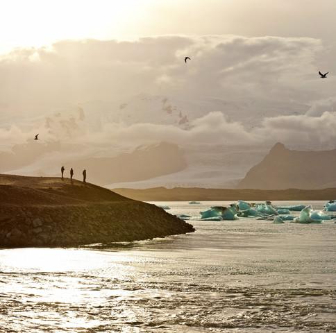 Sunset at the famous glacier lagoon at Jokulsarlon - Iceland - fotokunst von Markus Schieder