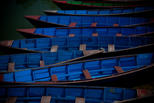 Blue Boats - fotokunst von Tom Sabbadini