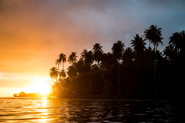 Sonnenuntergang auf Tahiti - fotokunst von Lars Jacobsen