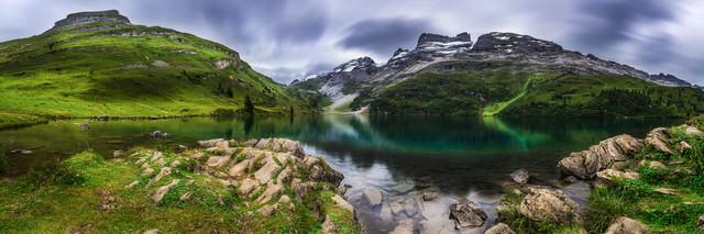 Schweiz - 4 Seen Wanderung am Engstlensee - fotokunst von Jean Claude Castor