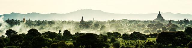 Burma - Bagan im Rauch - fotokunst von Jean Claude Castor