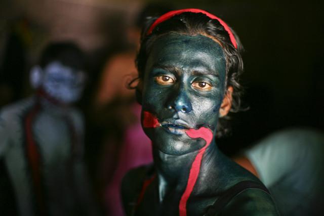 The Charak Devotee II - fotokunst von Pranabesh Das