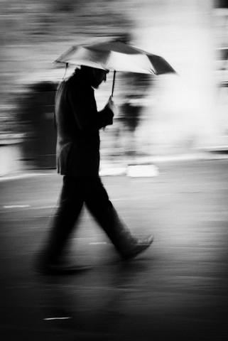 Man in black - fotokunst von Massimiliano Sarno