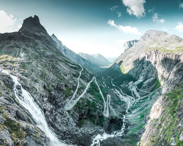 Ein langer Weg bis zur Spitze - fotokunst von Franz Sussbauer