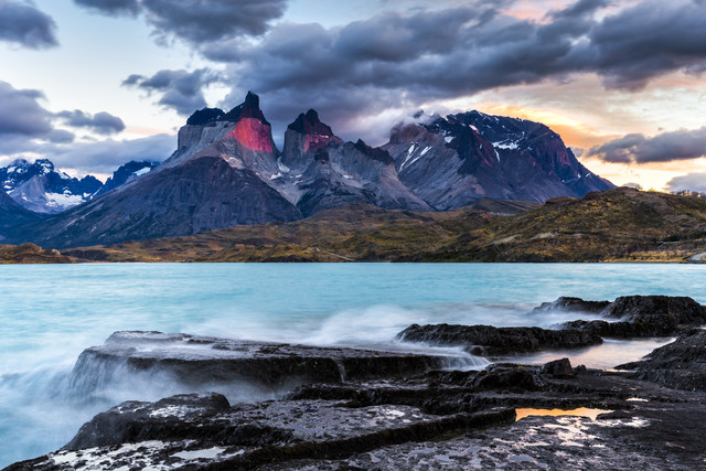 Torres del Paine bei Sonnenaufgang - fotokunst von Stefan Schurr