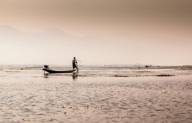 Fisher on Inle Lake - fotokunst von Tobias Schärtl