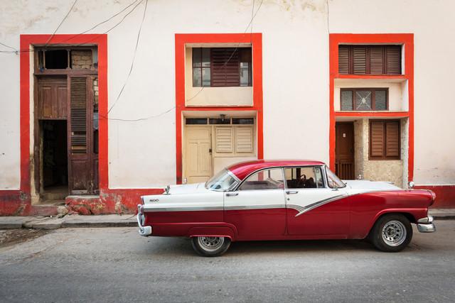 Red classic car, Havanna - fotokunst von Eva Stadler