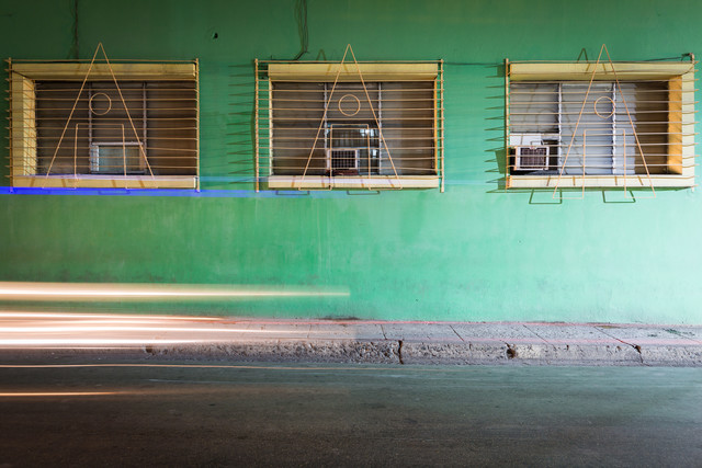Green facade and headlights - fotokunst von Eva Stadler