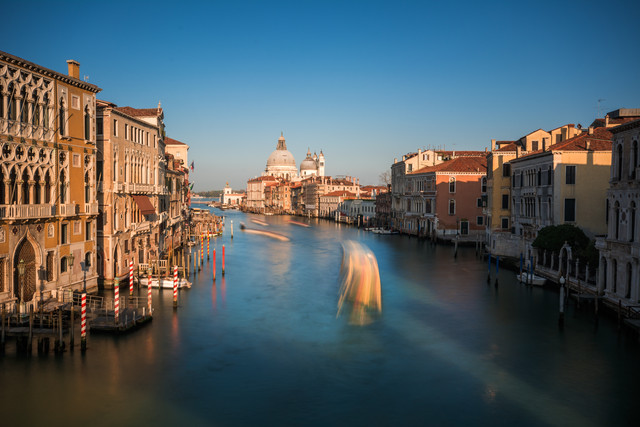 Venedig - Canal Grande im Abendlicht - fotokunst von Jean Claude Castor