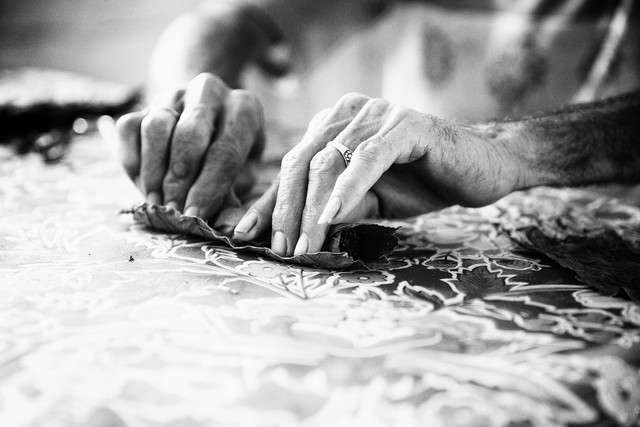 cigar making (3) - fotokunst von Eva Stadler