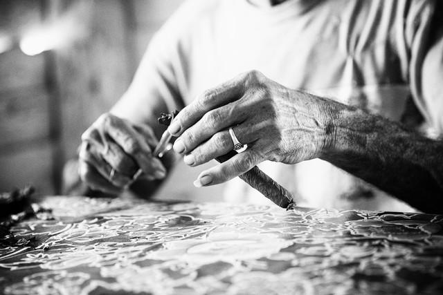 cigar making (4) - fotokunst von Eva Stadler