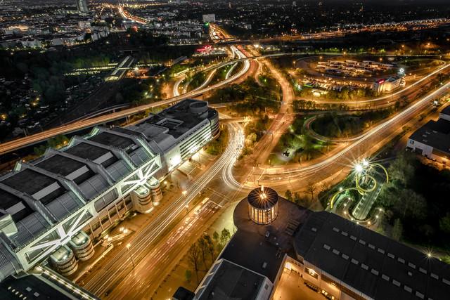 Urban Spaceship - fotokunst von Vladan Radivojac