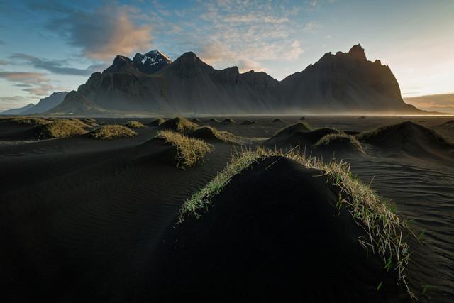 Schwarzer Sand - fotokunst von Franz Sussbauer