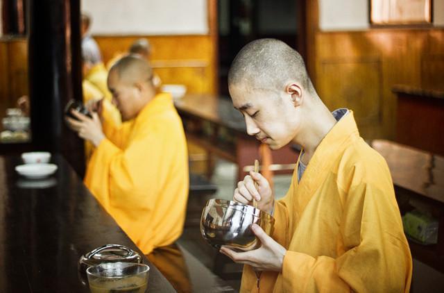 Mittagszeit im Wenshu Kloster in Chengdu - fotokunst von Victoria Knobloch