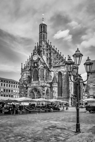 NÜRNBERG Frauenkirche & Hauptmarkt - fotokunst von Melanie Viola