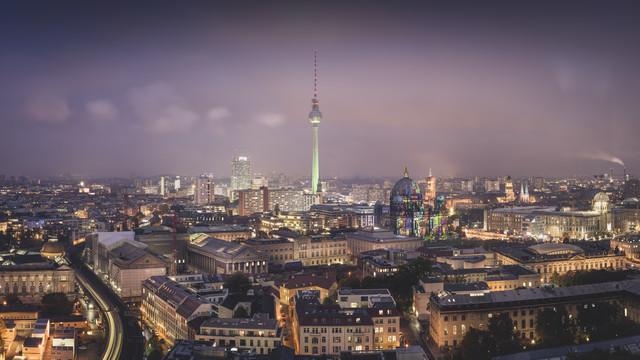 Über der Stadt … Berlin Panorama - fotokunst von Ronny Behnert