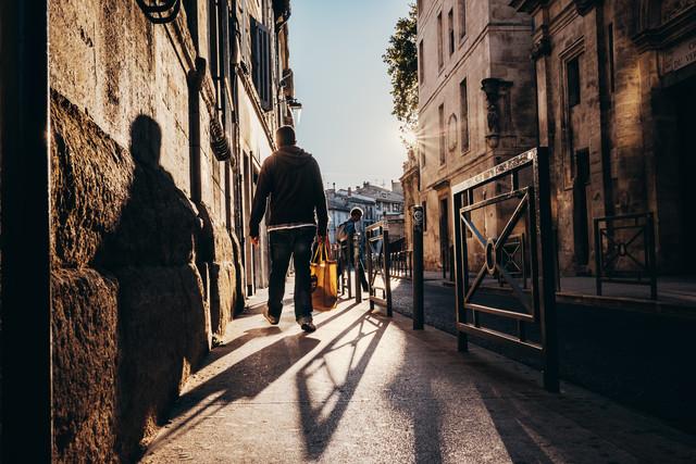 Walking - fotokunst von Andi Weiland