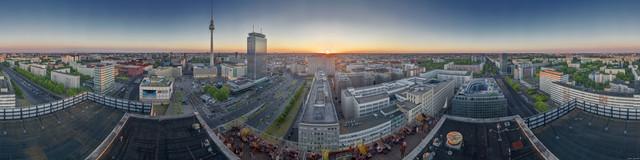 Berlin Alexanderplatz 1 Skyline Panorama - fotokunst von André Stiebitz