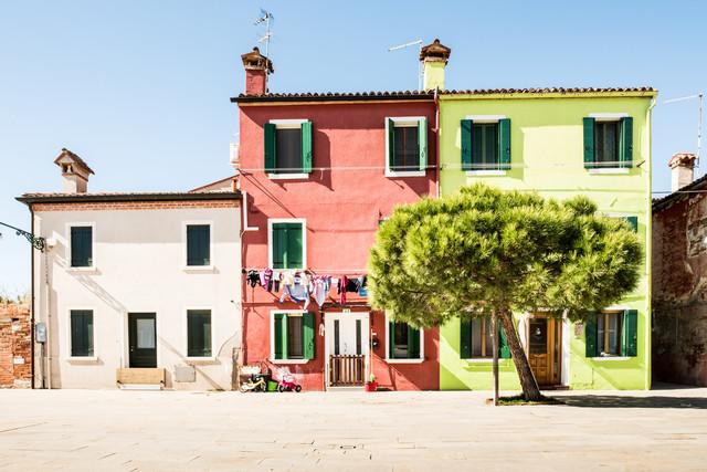 Three colorful houses at Burano - fotokunst von Michael Stein