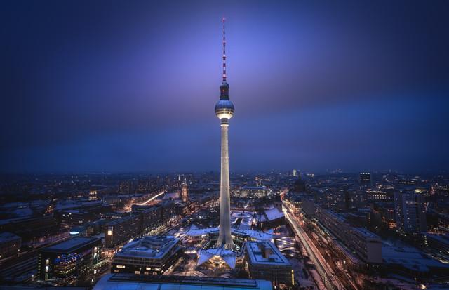 Berlin - TV Tower Spotlight III - fotokunst von Jean Claude Castor