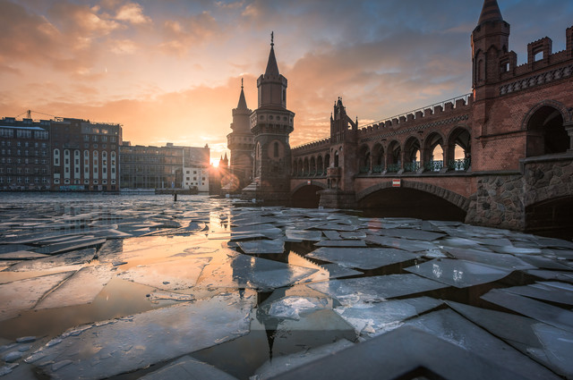 Berlin - Oberbaumbrücke Like Ice in the Sunshine - fotokunst von Jean Claude Castor