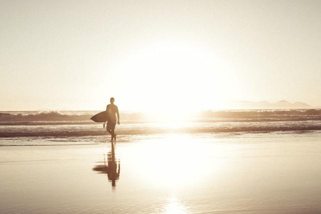 Surfer - fotokunst von Thomas Neukum