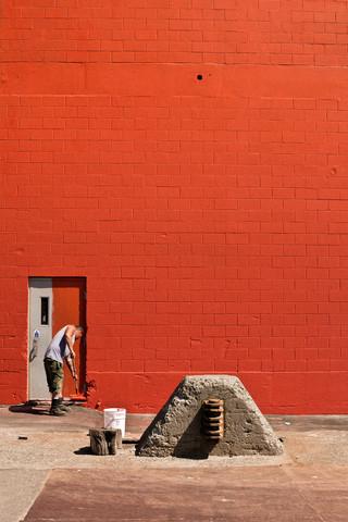 Rote Wand - fotokunst von Thomas Neukum
