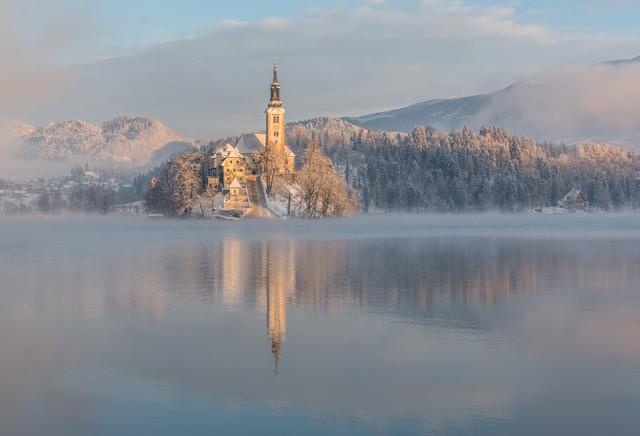 Lake Bled on a winter morning - fotokunst von Aleš Krivec