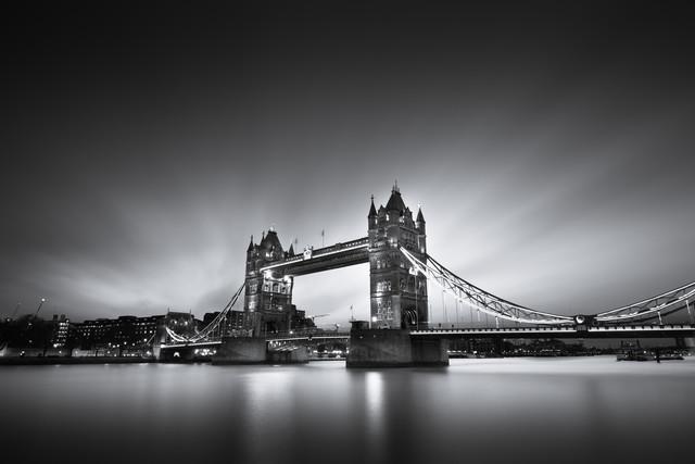 Tower Bridge - fotokunst von Tillmann Konrad