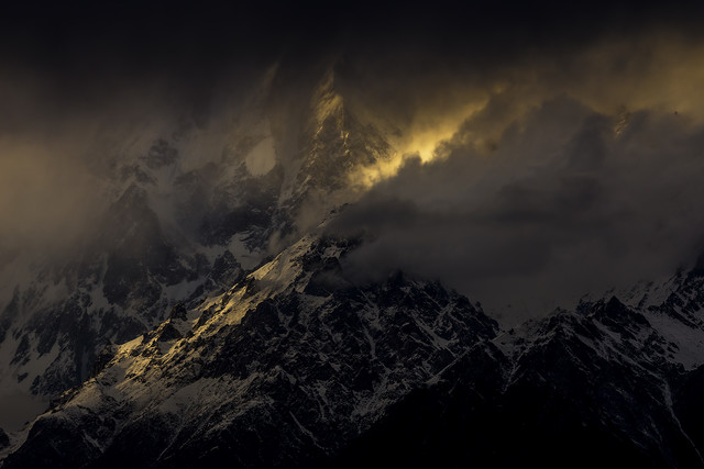 Drama at Ultar Sar Peak (7288m) - fotokunst von Sher Ali